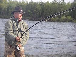 Combat d'un gros Silver Salmon en Sibérie   Canne Thomas & Thomas Spey 15p soie 10  (5 brins)  Moulinet Abel Super 13